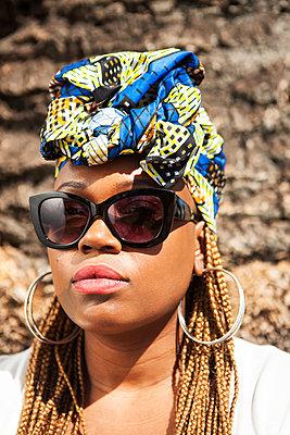 Coole Afrikanerin - p045m1446452 von Jasmin Sander