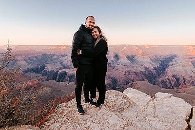 Couple, Grand Canyon - p1507m2149493 by Emma Grann