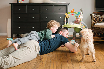 Father and son playing, pet dog joining in - p924m2074173 by Viara Mileva
