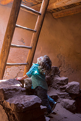 Caucasian girl exploring Native American ruins at Pecos National Monument, Pecos, New Mexico, United States - p555m1411413 by Marc Romanelli
