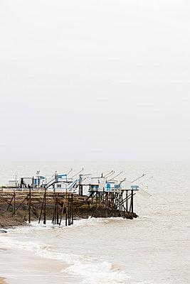 Sogenannte Carrelets an der Atlantikküste - p248m959242 von BY