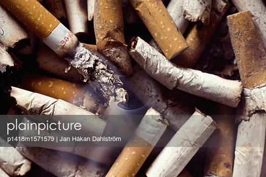 Cigarette ends - p1418m1571579 by Jan Håkan Dahlström