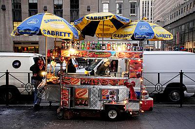 Hot-Dog vender on New York Street - p1072m829440 by Neville Mountford-Hoare