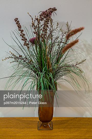 Blumen in einer Vase - p397m2015244 von Peter Glass