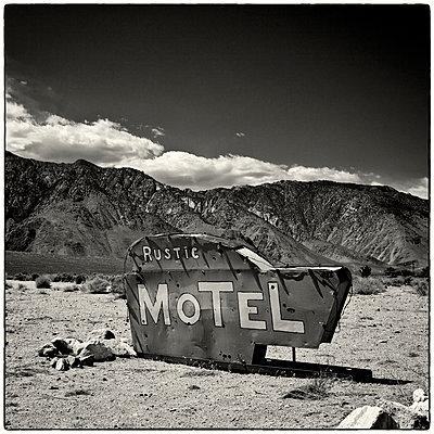 Rustic, Sierra Nevada - p1154m948073 by Tom Hogan
