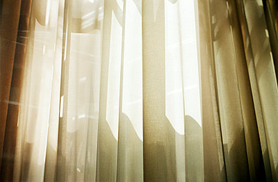 Sunlight coming through curtains - p388m701463 by Jim Green