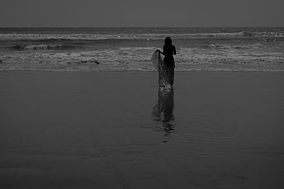 Woman by the sea - p1150m2128662 by Elise Ortiou Campion