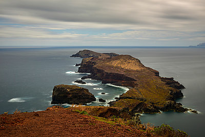 Portugal, Madeira, rocky atlantic coast - p300m1053172f by Kontrastlicht