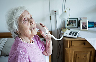 Old woman talking on the phone - p1221m1184742 by Frank Lothar Lange