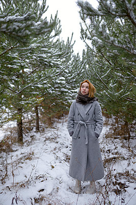 Russia, Young woman in winter clothes in snowy landscape - p1646m2230212 by Slava Chistyakov