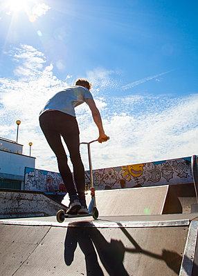Skateboarder - p669m1520539 by David Harrigan