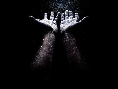 Man raising open hands - p1165m952616 by Pierro Luca