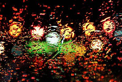 Lichter im Regen - p851m702267 von Lohfink