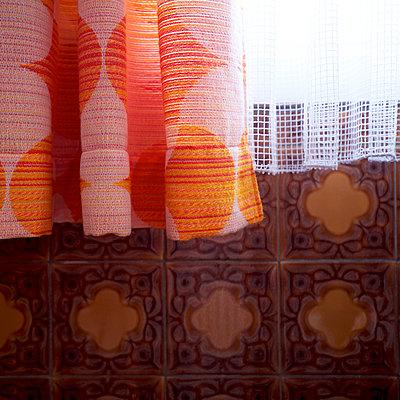 Braune Fliesen - p606m2008407 von Iris Friedrich