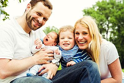 Familienportrait - p904m1159687 von Stefanie Päffgen