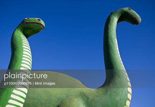 Brontosaurus Dinosaur Statues - p1100m2090876 by Mint Images