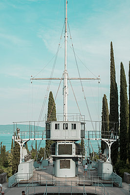 Altes Kriegsschiff - p947m2100603 von Cristopher Civitillo