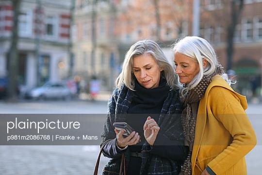 Ortsbestimmung - p981m2086768 von Franke + Mans