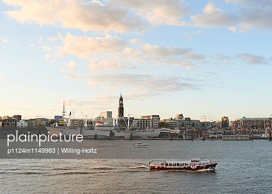 Panorama Hamburg - p1124m1149983 von Willing-Holtz