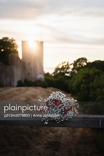 Small bouquet on railing - p312m2079803 by Anna Johnsson