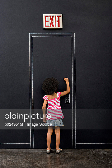 Girl knocking door - p9249515f by Image Source