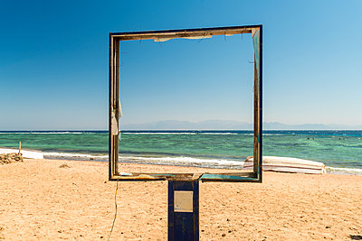 An empty frame on the beach  - p1332m1502620 by Tamboly