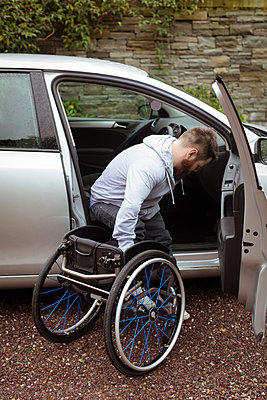 Disabled young man on wheelchair boarding in his car - p1315m1566288 by Wavebreak