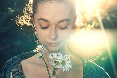 Caucasian woman smelling flowers - p555m1531625 by Vladimir Serov