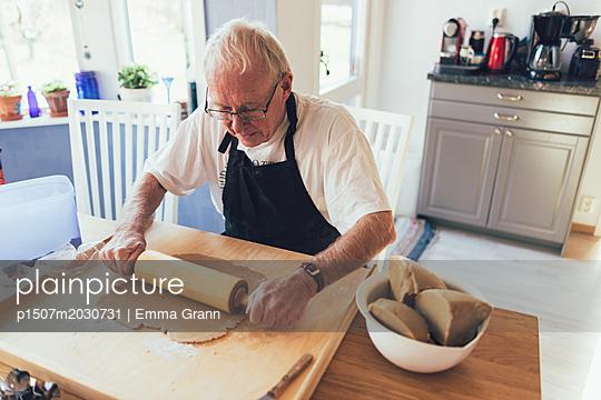 Weihnachtsbäckerei  - p1507m2030731 von Emma Grann