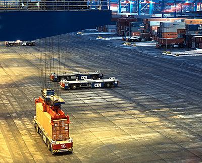 Hafen, Hamburg, Containerbruecke - p416m991076 von Dominik Reipka