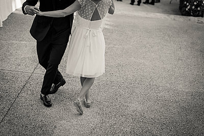 Dancing bride and groom - p1150m1514837 by Elise Ortiou Campion