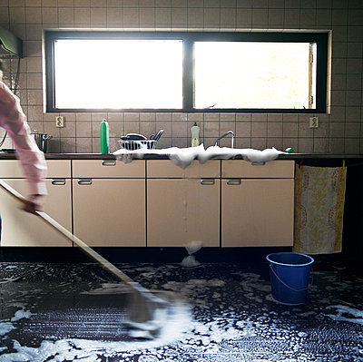 Mopping with the tap wide open - p1231m1055625 by Iris Loonen
