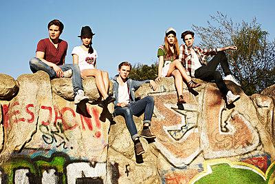 Teens - p1015m1441926 von Nino Gehrig