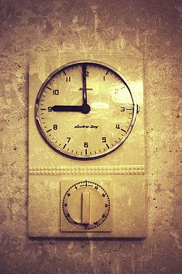 Time - p586m780703 by Kniel Synnatzschke