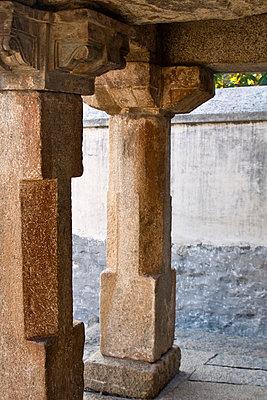 Saeulen eines Tempels - p9791587 von Heyens