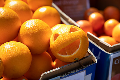 Oranges - p628m2184096 by Franco Cozzo