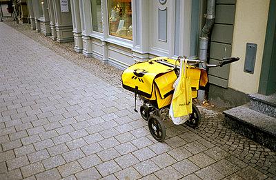 Handwagen des Briefträgers - p1080080 von Thomas Kummerow
