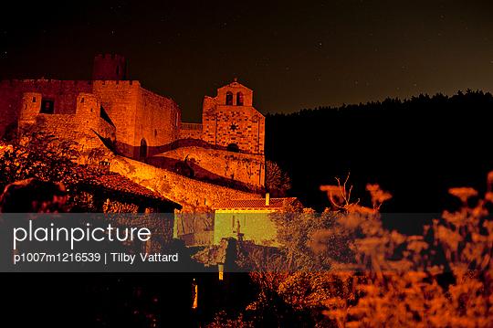 Schloss von Chalencon bei Nacht - p1007m1216539 von Tilby Vattard
