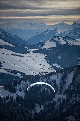 France, Paragliding in winter - p1007m2216447 by Tilby Vattard