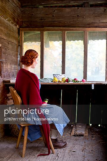 Blick aus dem Fenster - p787m1158746 von Forster-Martin