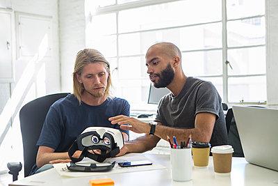 Männer im Gespräch - p1156m1572720 von miep