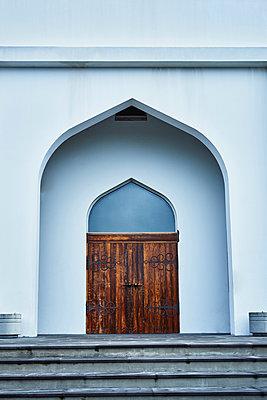 Reykjavik, Eingang und Portal einer Kirche mit Treppen - p1312m2100879 von Axel Killian