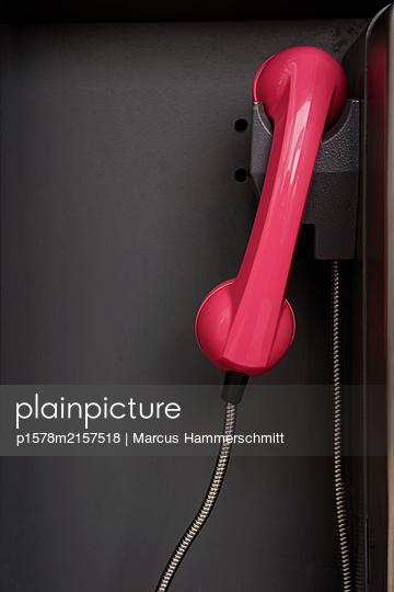 Rosa Telefon - p1578m2157518 von Marcus Hammerschmitt