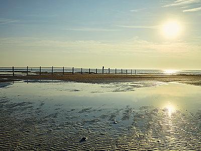 Sonnenaufgang am Strand - p1200m1131554 von Carsten Görling