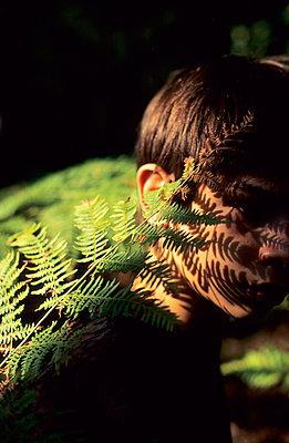 Hidden kid - p8700066 by Gilles Rigoulet