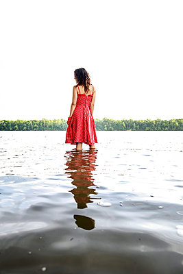 Woman standing in river - p1019m2098802 by Stephen Carroll
