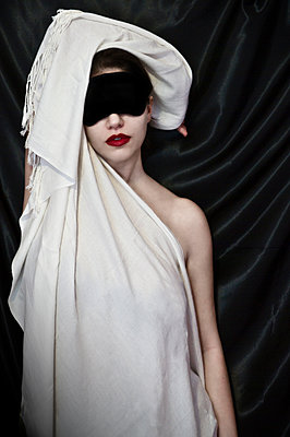 Woman with sleeping mask and white scarf - p1445m2125932 by Eugenia Kyriakopoulou