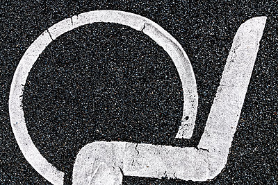 Pictogram on asphalt - p401m1589534 by Frank Baquet