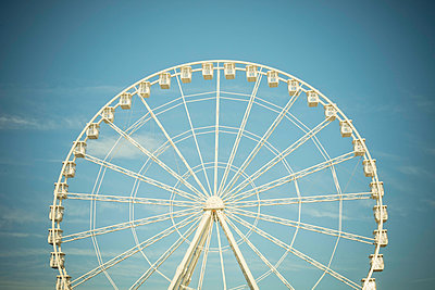 Big Wheel - p445m1527805 by Marie Docher