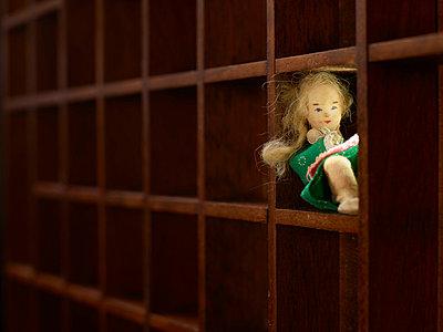Puppe im Setzkasten - p676m831966 von Rupert Warren